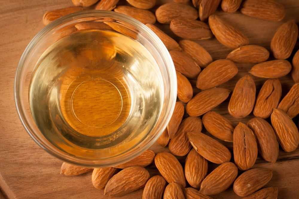 5 benefits of sweet almond oil for the skin